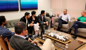 Técnicos do hospital Sírio-Libanês apresentam para o governador do Estado programa que será implantado no HRMS